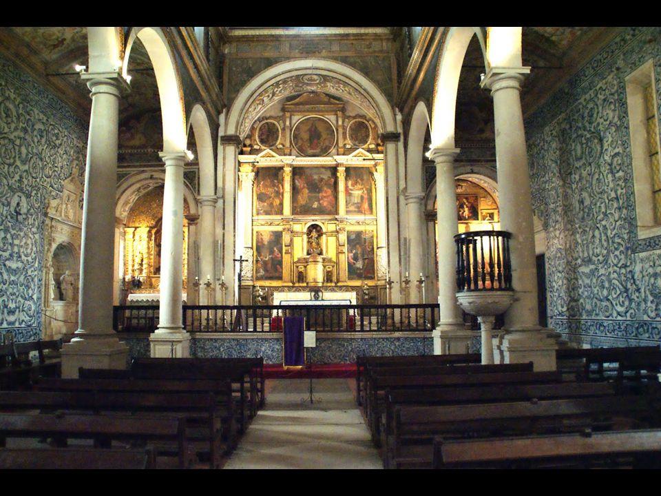 Y en su plaza principal destaca la iglesia dedicada a Santa María que en sus inicios, fue templo visigótico; luego, mezquita árabe y, después de la reconquista, fue consagrada a la fe cristiana.