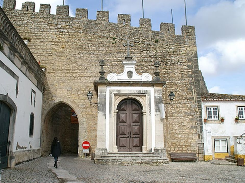 Y todo este legado medieval ha dejado un rastro en casas, calles, palacios e iglesias de Óbidos, un pueblo de calles empedradas y casas blancas. Un pu