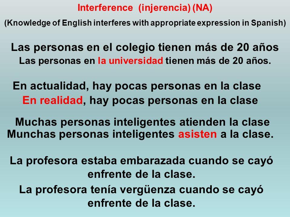 Interference (injerencia) (NA) (Knowledge of English interferes with appropriate expression in Spanish) Las personas en el colegio tienen más de 20 años Las personas en la universidad tienen más de 20 años.