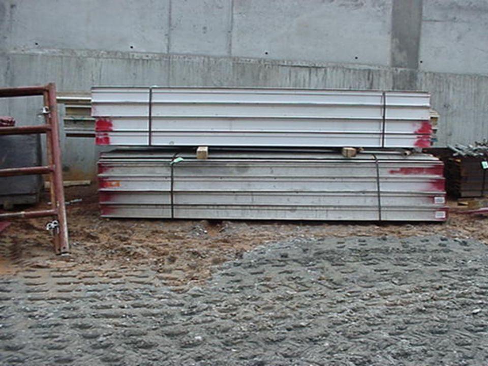 CADENAS CON ALEACIONES DE ACERO...CONT Componentes /accesorios (ganchos, eslabones, etc.) fabricados en el sitio de trabajo o en un taller, o sujetadores provisionales (para salir de un apuro o necesidad) hechos con tornillos, barras de hierro, etc., no deben ser utilizados Verificar el límite de la carga de trabajo segura, de este tipo de cadena, en la tabla H - 1 Deben inspeccionarse por lo menos una vez al año El empleador debe crear y mantener un record del más reciente mes en el cual cada cadena fue totalmente inspeccionada y tenerlo disponible en el lugar de trabajo Programa de Consultoría para Salud y Seguridad de Georgia Tech
