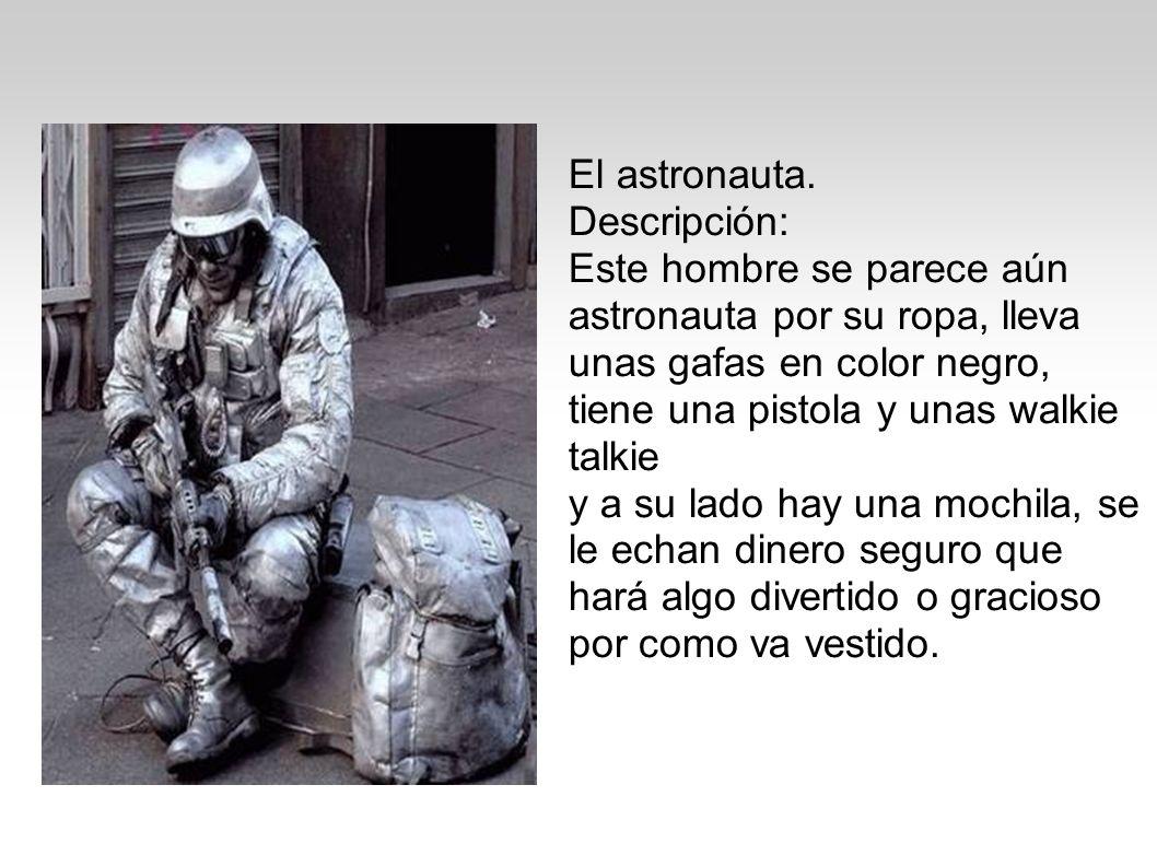 El astronauta. Descripción: Este hombre se parece aún astronauta por su ropa, lleva unas gafas en color negro, tiene una pistola y unas walkie talkie