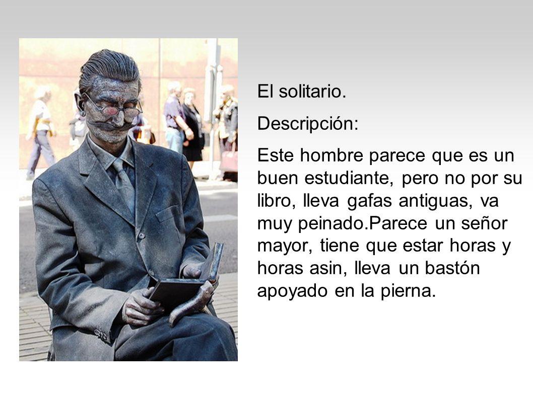 El solitario. Descripción: Este hombre parece que es un buen estudiante, pero no por su libro, lleva gafas antiguas, va muy peinado.Parece un señor ma
