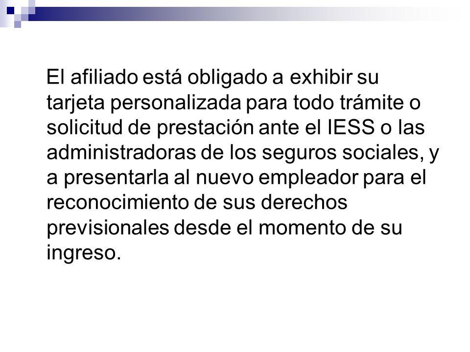 El afiliado está obligado a exhibir su tarjeta personalizada para todo trámite o solicitud de prestación ante el IESS o las administradoras de los seg