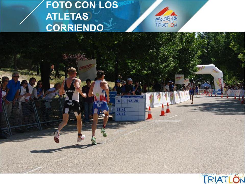 FOTO CON LOS ATLETAS CORRIENDO