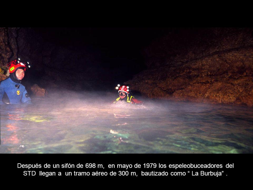 Después de un sifón de 698 m, en mayo de 1979 los espeleobuceadores del STD llegan a un tramo aéreo de 300 m, bautizado como La Burbuja.