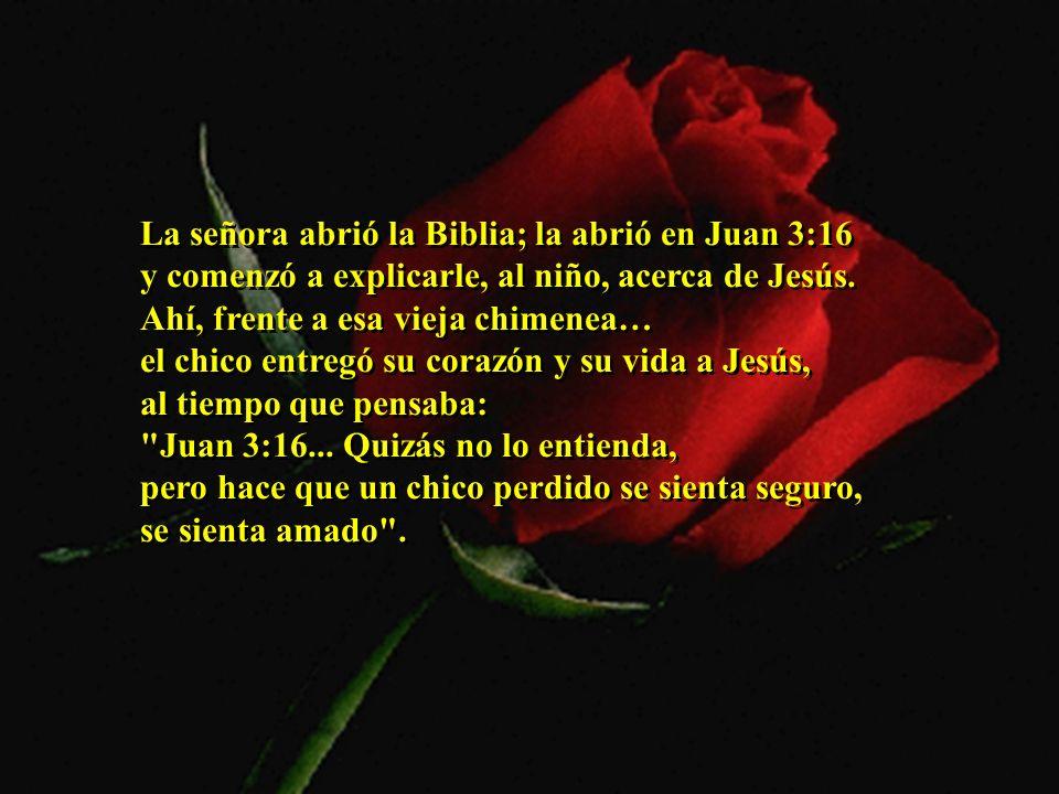 La señora abrió la Biblia; la abrió en Juan 3:16 y comenzó a explicarle, al niño, acerca de Jesús.