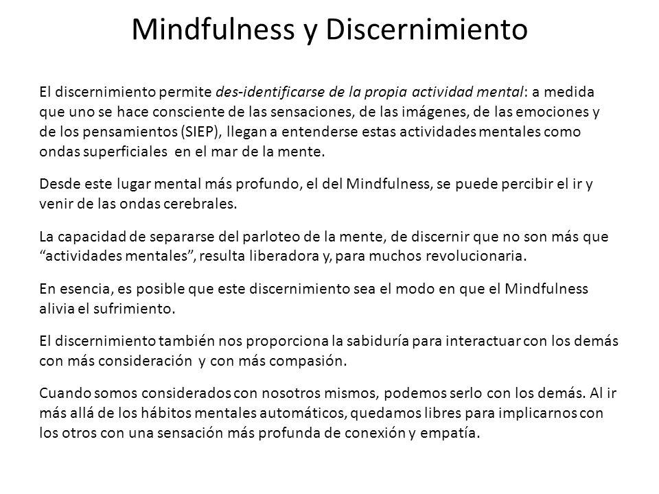 Mindfulness y Discernimiento El discernimiento permite des-identificarse de la propia actividad mental: a medida que uno se hace consciente de las sen