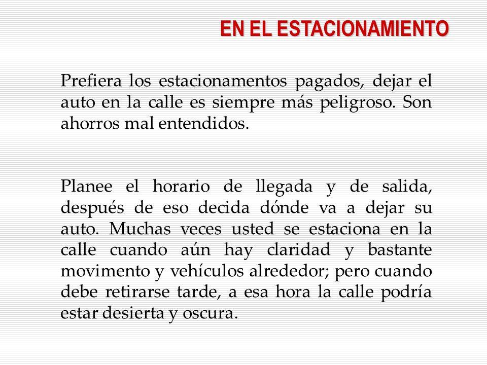 EN EL ESTACIONAMIENTO Prefiera los estacionamentos pagados, dejar el auto en la calle es siempre más peligroso. Son ahorros mal entendidos. Planee el