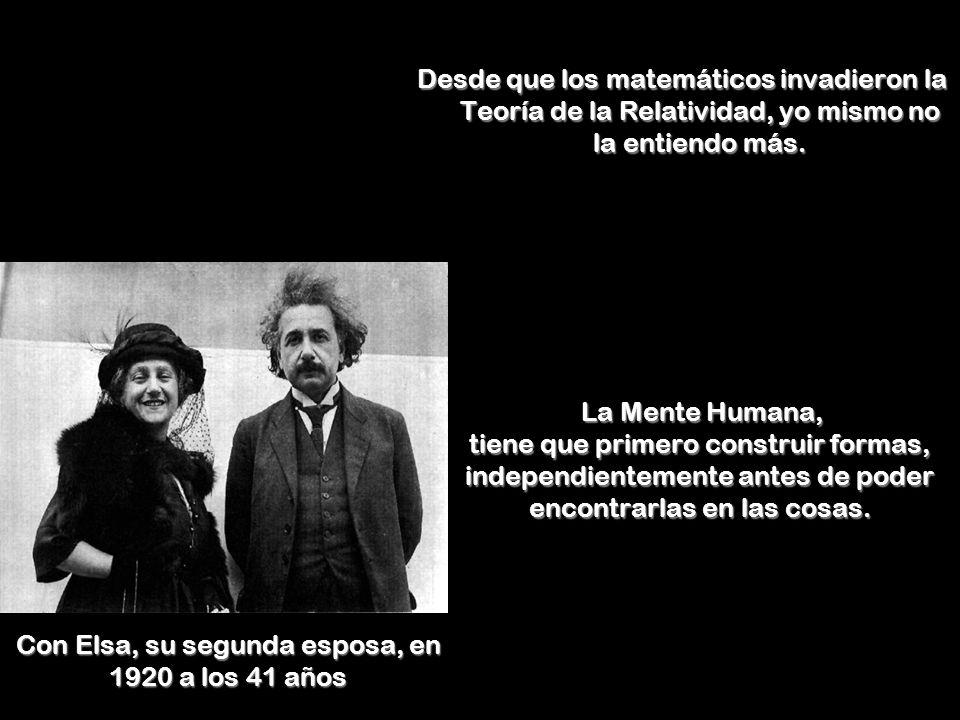 Con Elsa, su segunda esposa, en 1920 a los 41 años Desde que los matemáticos invadieron la Teoría de la Relatividad, yo mismo no la entiendo más.