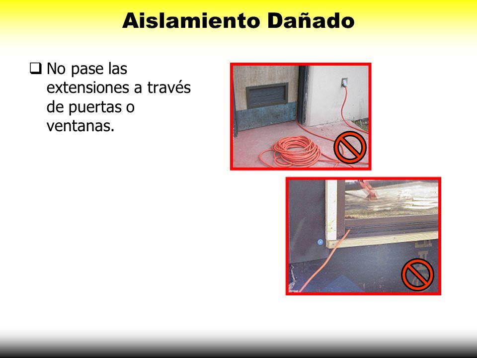 Aislamiento Dañado No pase las extensiones a través de puertas o ventanas.