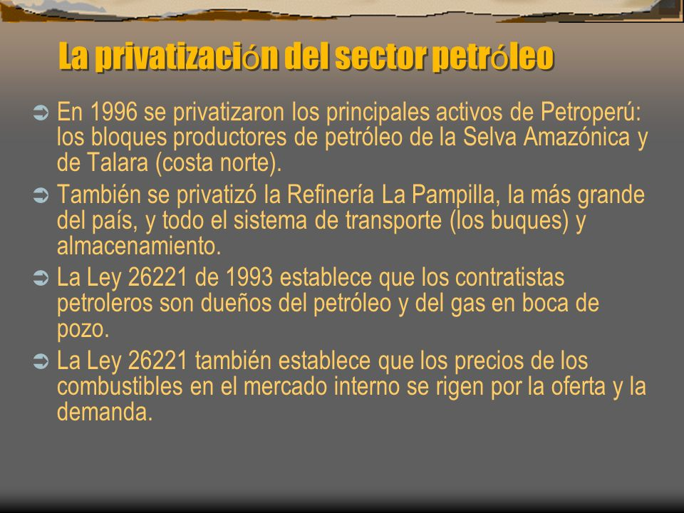 La privatizaci ó n del sector petr ó leo En 1996 se privatizaron los principales activos de Petroperú: los bloques productores de petróleo de la Selva
