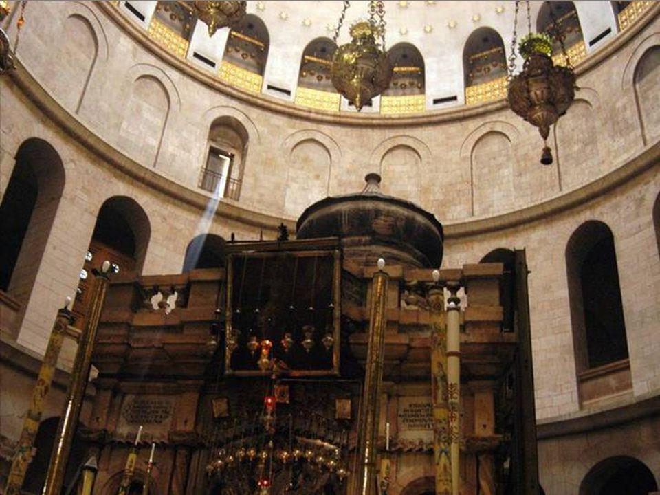 Más que conmemorar un sepulcro, el sitio adquiere su enorme significado cristiano por el hecho de la resurrección tal como es argumentada por las dife