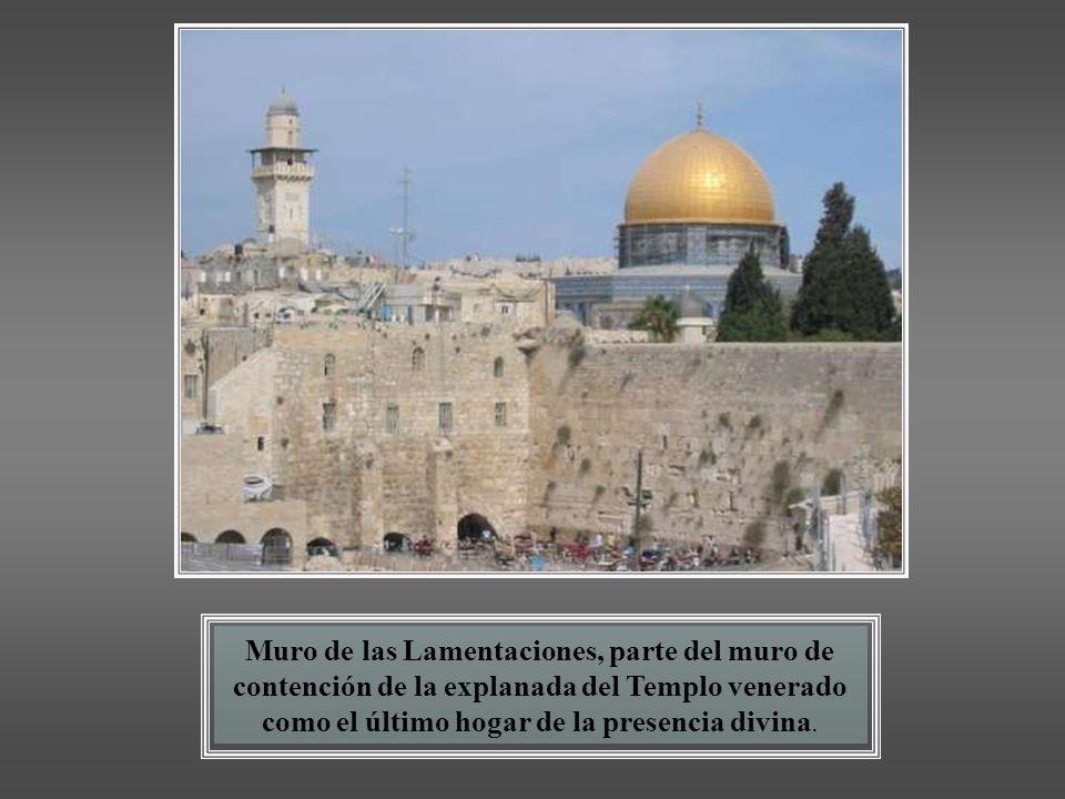 Los judíos afirman que ese lugar fue donde Abraham estuvo a punto de sacrificar a su hijo Isaac por orden de Yahveh, donde Jacob vio la escalera al ci