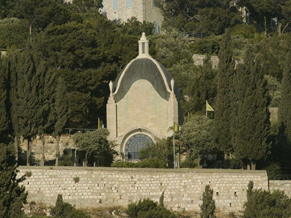 Dominus Flevit Este moderno santuario fue diseñado por Antonio Barluzzi por iniciativa de los Franciscanos entre 1953 y 1955.