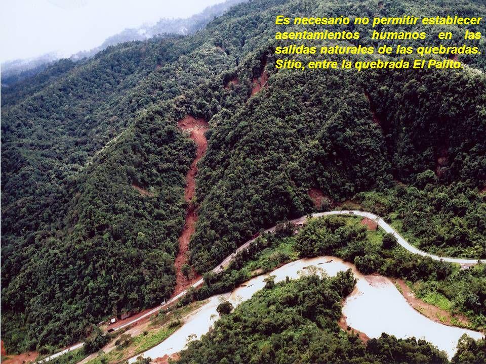 Es necesario no permitir establecer asentamientos humanos en las salidas naturales de las quebradas.