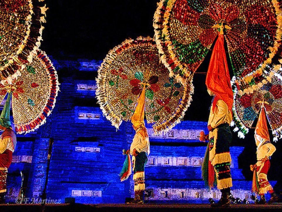 La más colorida de las danzas de nuestro folklore es la de Los Quetzales debido principalmente a la vestimenta precolombina y a su gran penacho circular ornamentado con cintas multicolores.