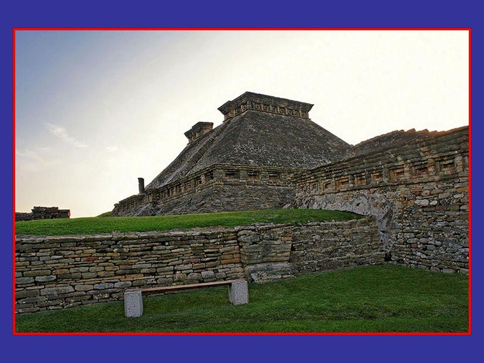 Tajín es una palabra totonaca y significa trueno; no es posible afirmar que este fuera su nombre original y tampoco que los ancestros de quienes viven actualmente en la región hubieran sido los constructores de la antigua ciudad prehispánica.