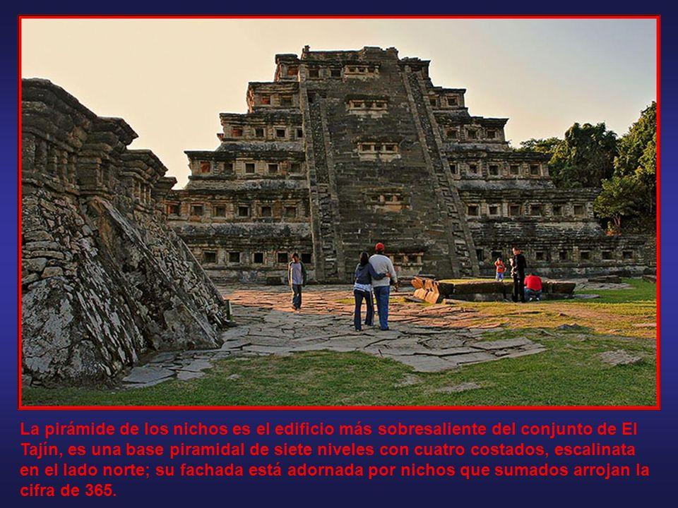 En lo que constituye la zona arqueológica de El Tajín, se considera que existen más de 150 edificios o pirámides, toda la ciudad tenía el suelo cubier