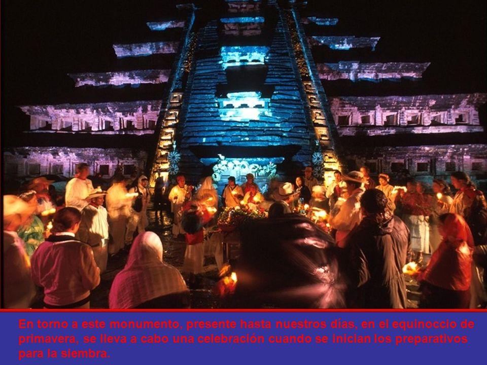 Pirámide de los Nichos. Tiene 365 nichos que corresponden a los días del año o calendario solar, del que deriva el ciclo agrícola, fundamental para la