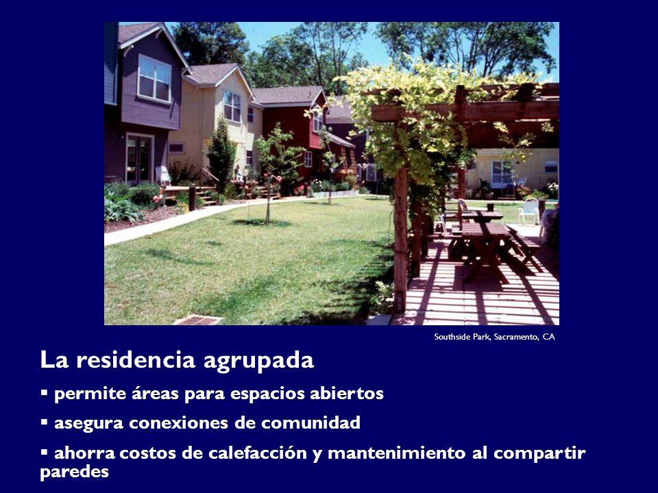 Southside Park, Sacramento, CA La residencia agrupada permite áreas para espacios abiertos asegura conexiones de comunidad ahorra costos de calefacción y mantenimiento al compartir paredes