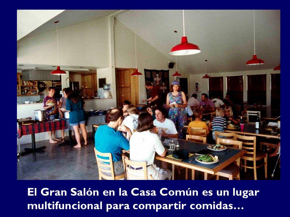 El Gran Salón en la Casa Común es un lugar multifuncional para compartir comidas…
