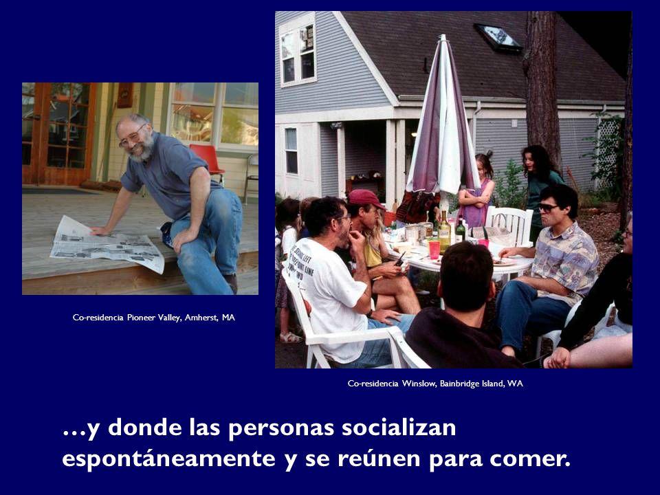 …y donde las personas socializan espontáneamente y se reúnen para comer. Co-residencia Winslow, Bainbridge Island, WA Co-residencia Pioneer Valley, Am