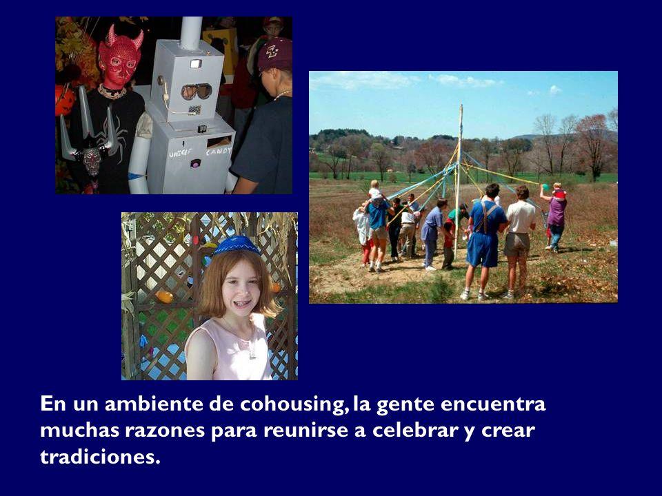 En un ambiente de cohousing, la gente encuentra muchas razones para reunirse a celebrar y crear tradiciones.