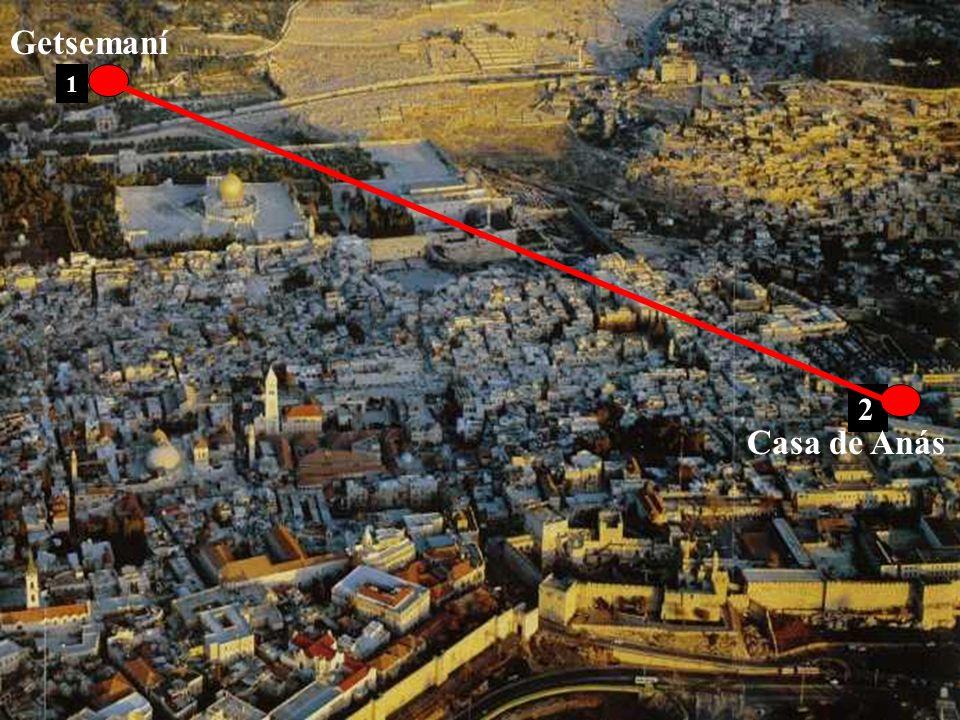 La patrulla, el tribuno y los guardias de los judíos prendieron a Jesús, lo ataron y lo llevaron primero a Anás, porque era suegro de Caifás, sumo sac