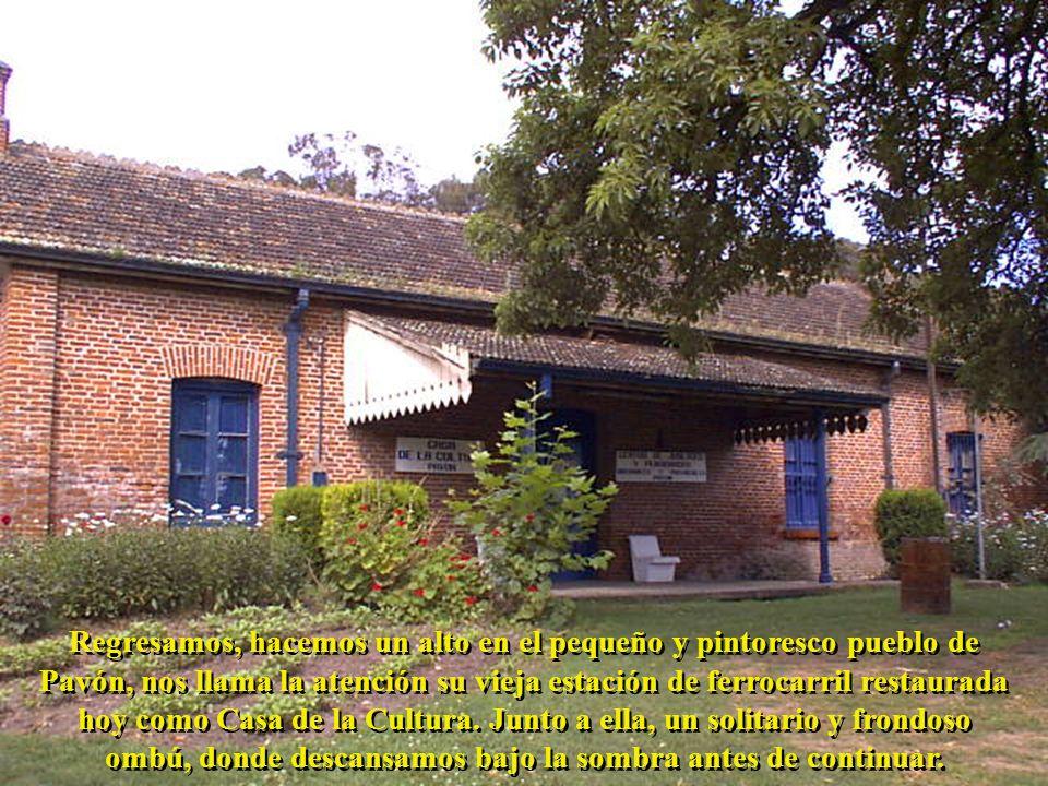 Regresamos, hacemos un alto en el pequeño y pintoresco pueblo de Pavón, nos llama la atención su vieja estación de ferrocarril restaurada hoy como Cas