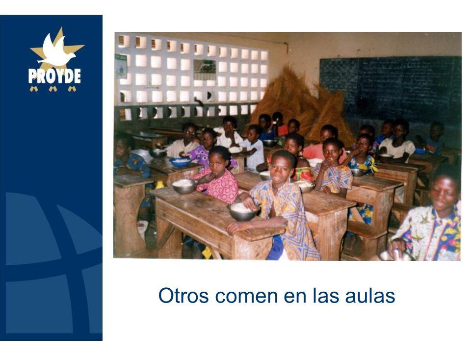Otros comen en las aulas