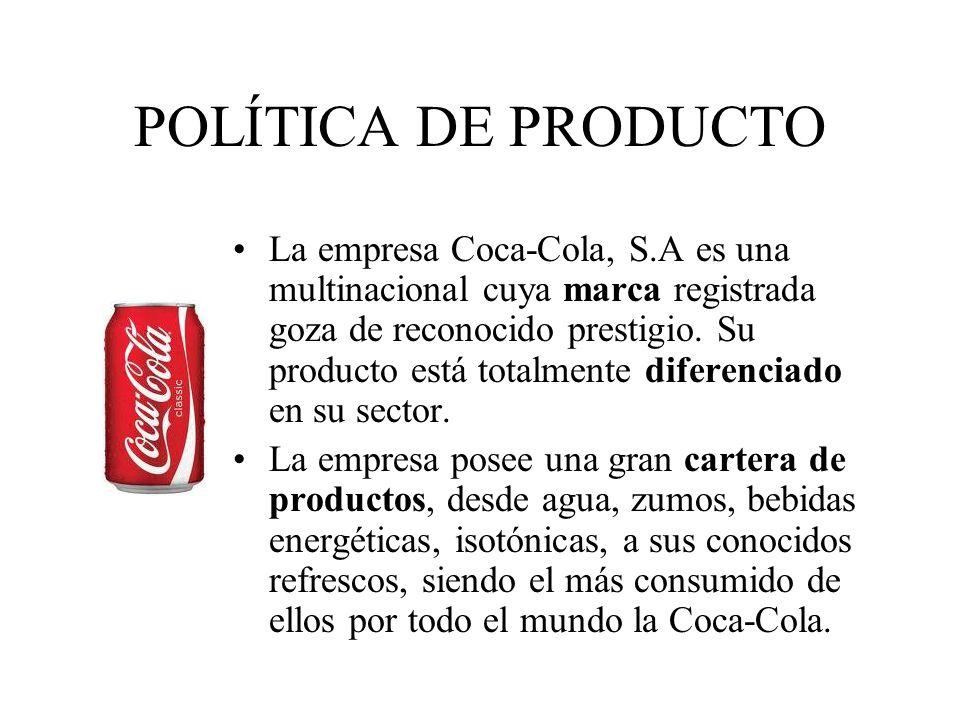 POLÍTICA DE DISTRIBUCIÓN Coca-Cola produce en sus fábricas embotelladoras y hace llegar su producto al consumidor final mediante intermediarios o distribuidores.