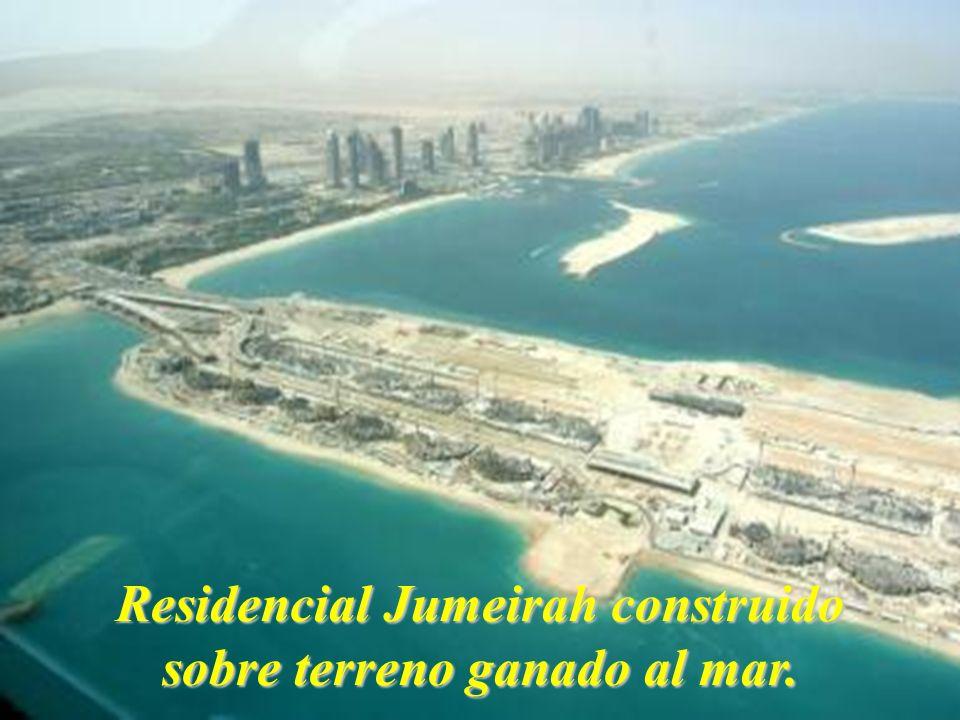 Residencial Jumeirah construido sobre terreno ganado al mar.
