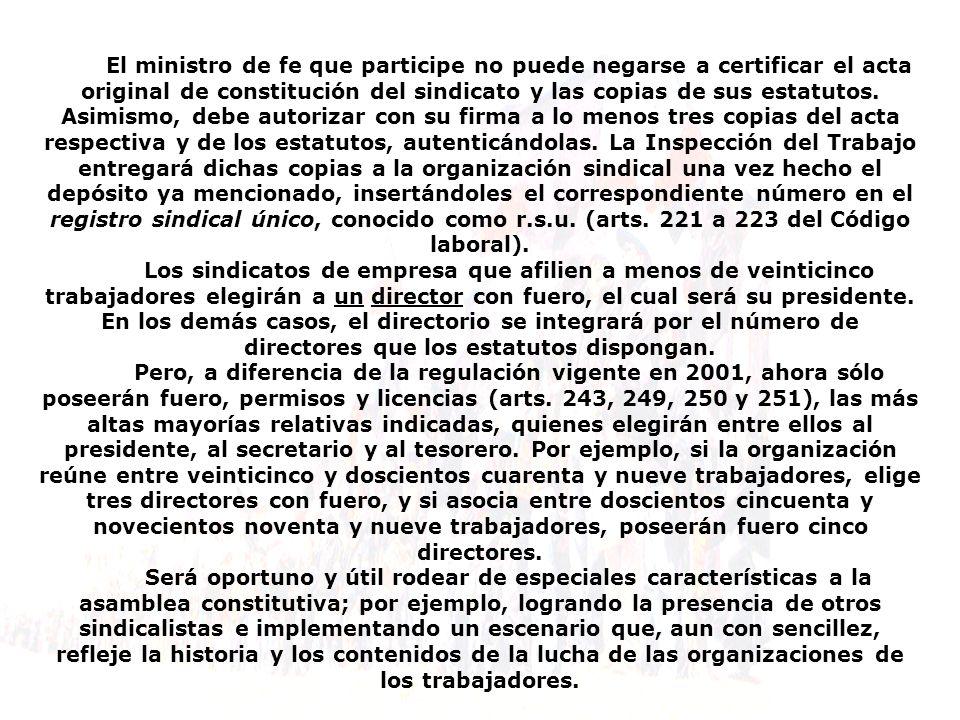 El ministro de fe que participe no puede negarse a certificar el acta original de constitución del sindicato y las copias de sus estatutos.