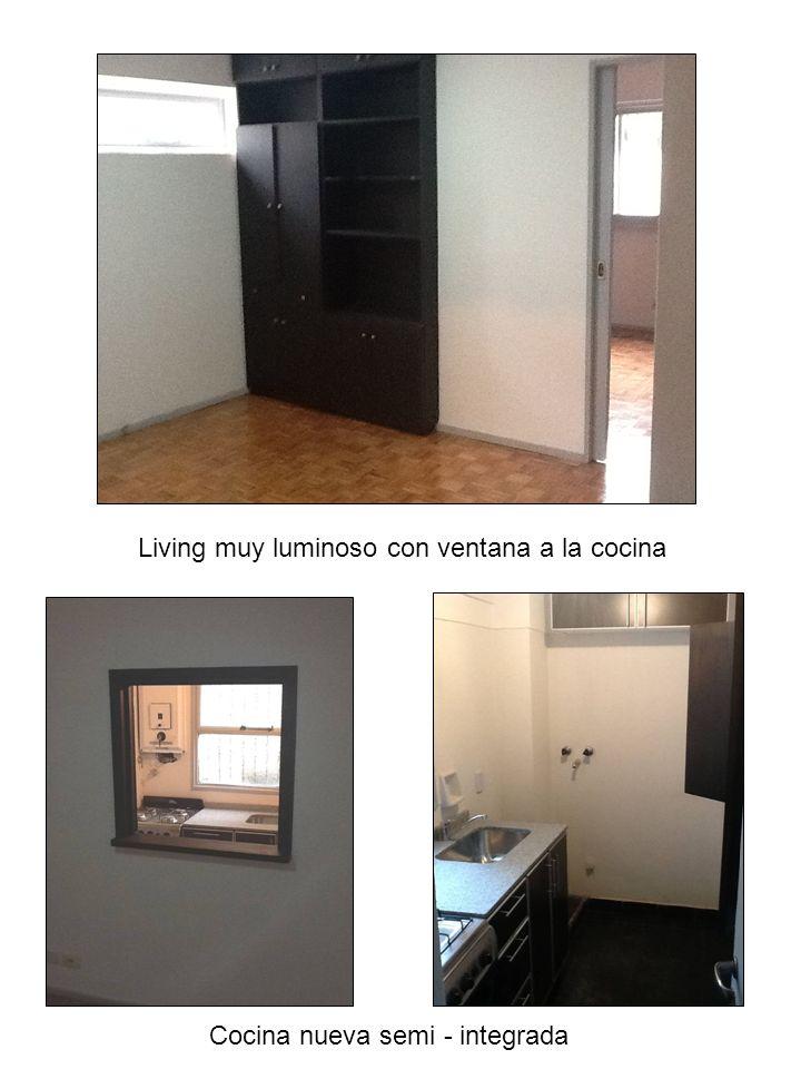 Living muy luminoso con ventana a la cocina Cocina nueva semi - integrada