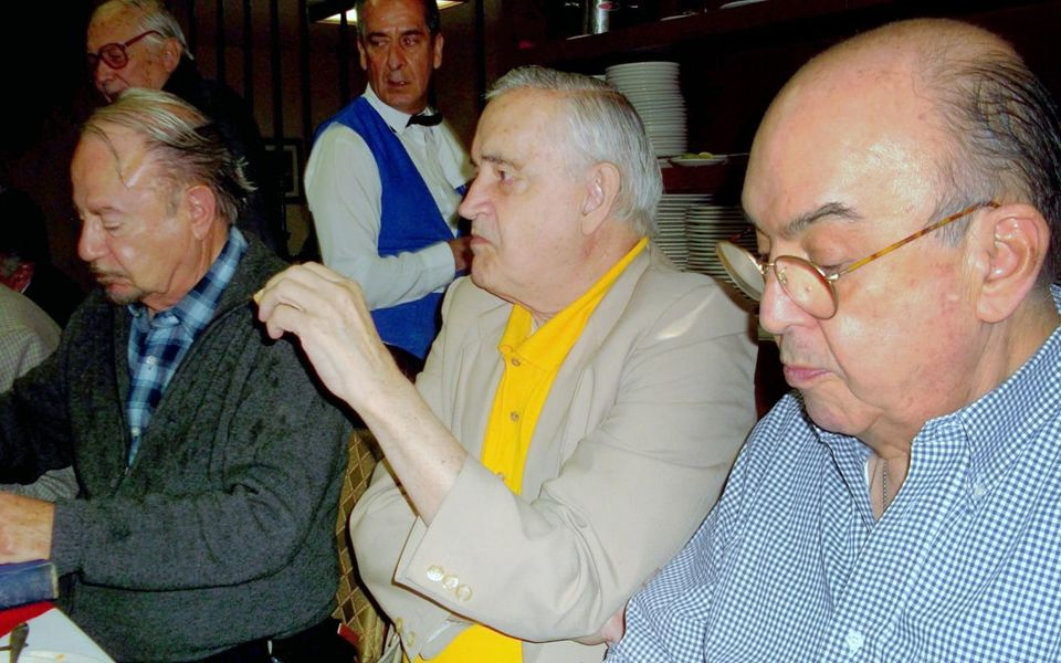 FOTOHISTORIA 20 de junio de 2013 Dedicado a todos los Exalumnos del INSTITUTO PATRIA Guillermo Alducin Varela Coordinador Gen58 COMIDA GEN54 COVADONGA Adolfo Ruíz Cortinez y Harry Truman Inicio Idea 20 de junio de 2013 Guillermo Alducin Coordinador Gen 58 http://www.guillermoalducin.com.mx/ Música: Beethoven - Panio Sonata No.