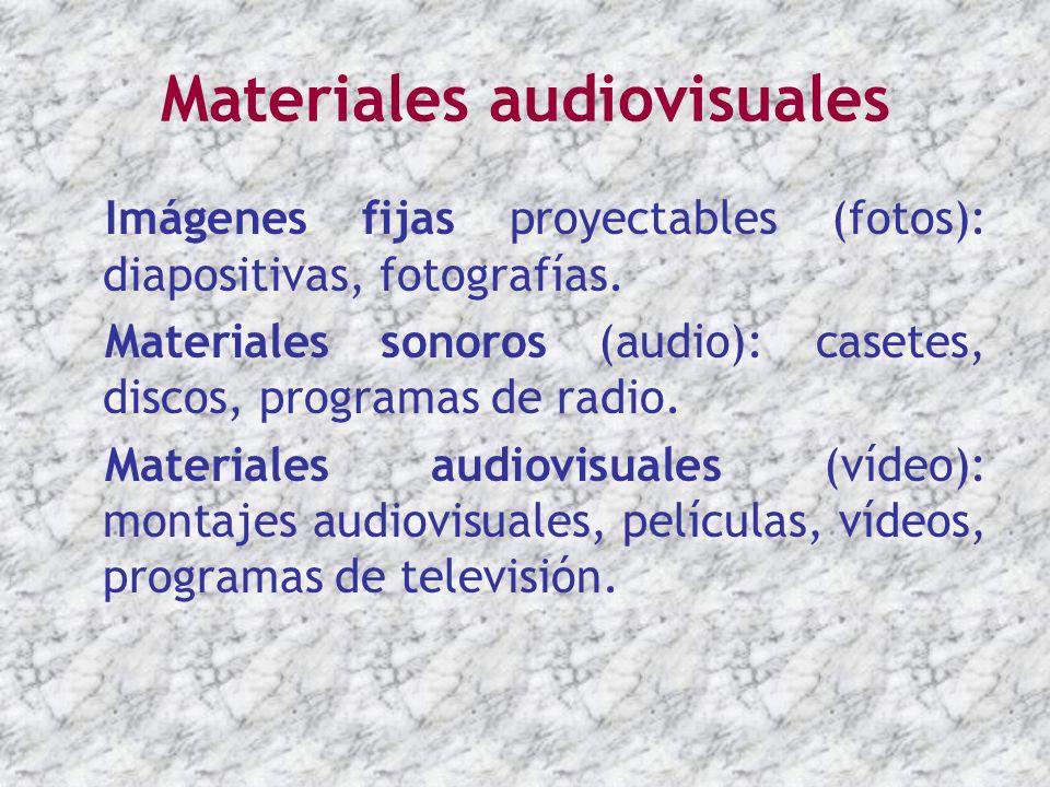 Materiales audiovisuales Imágenes fijas proyectables (fotos): diapositivas, fotografías. Materiales sonoros (audio): casetes, discos, programas de rad