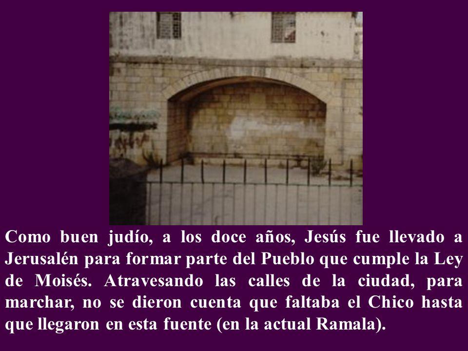 Como buen judío, a los doce años, Jesús fue llevado a Jerusalén para formar parte del Pueblo que cumple la Ley de Moisés. Atravesando las calles de la