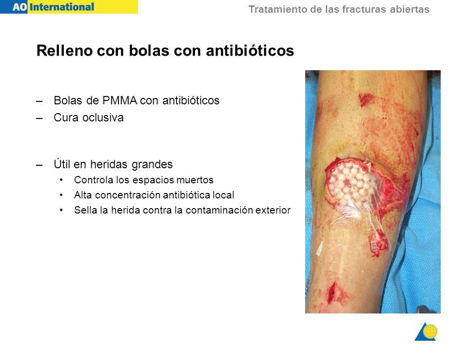 Tratamiento de las fracturas abiertas Relleno con bolas con antibióticos –Bolas de PMMA con antibióticos –Cura oclusiva –Útil en heridas grandes Contr