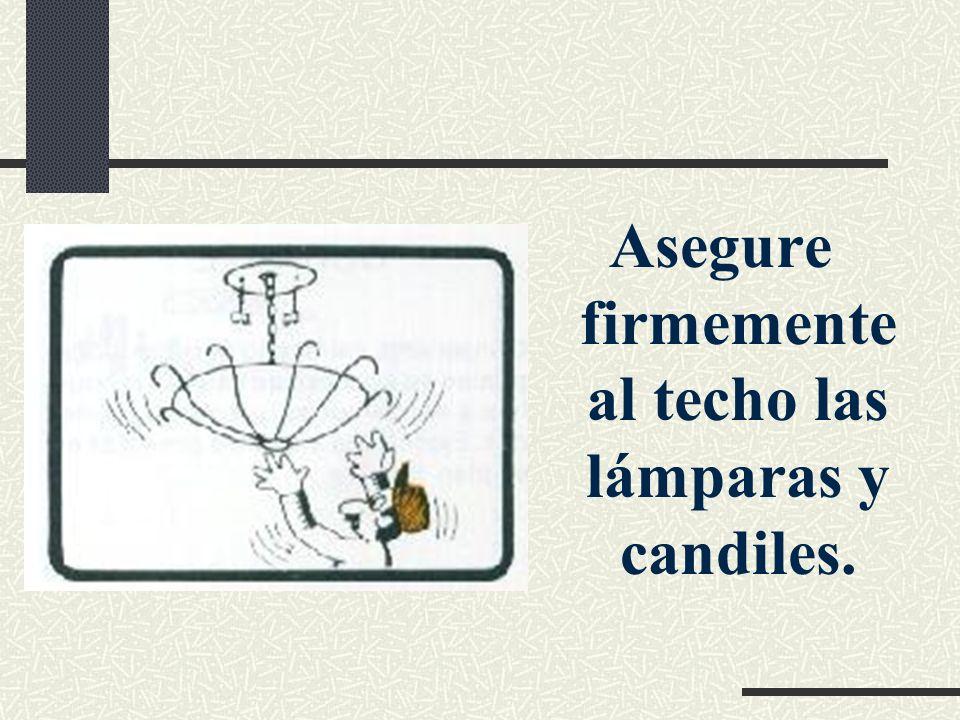 Asegure firmemente al techo las lámparas y candiles.
