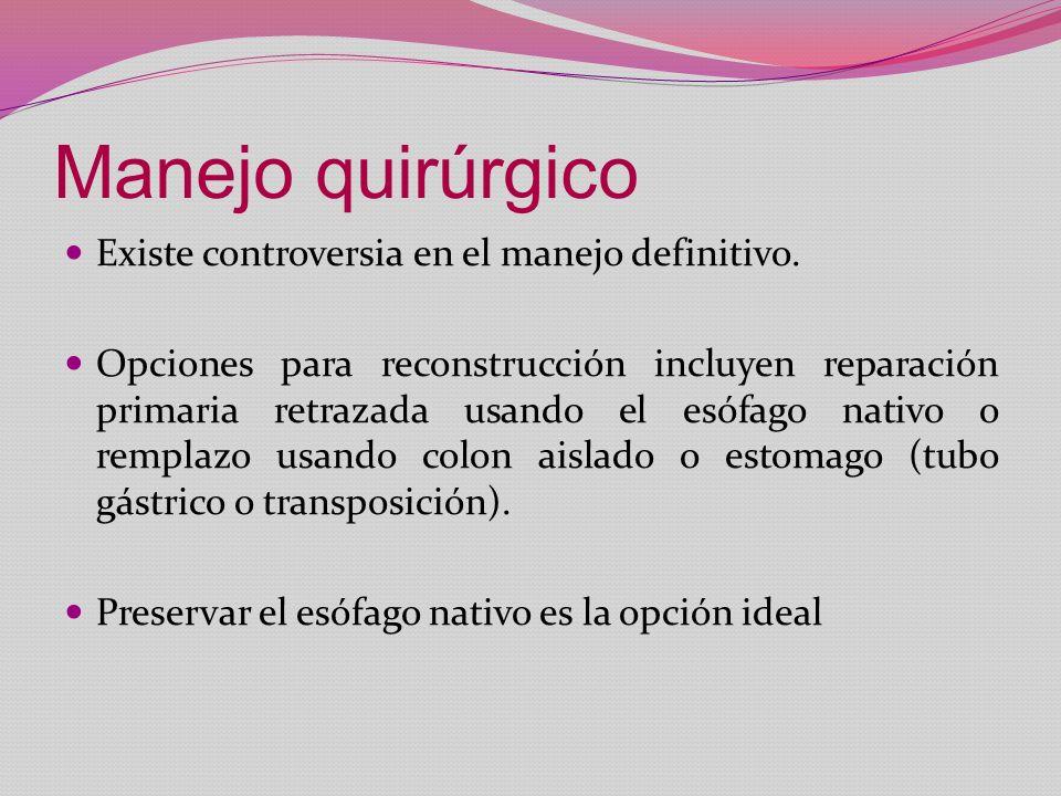 Manejo quirúrgico Existe controversia en el manejo definitivo. Opciones para reconstrucción incluyen reparación primaria retrazada usando el esófago n
