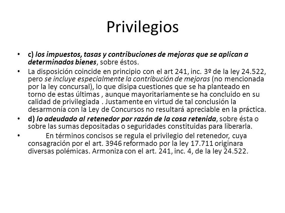 Privilegios c) los impuestos, tasas y contribuciones de mejoras que se aplican a determinados bienes, sobre éstos. La disposición coincide en principi