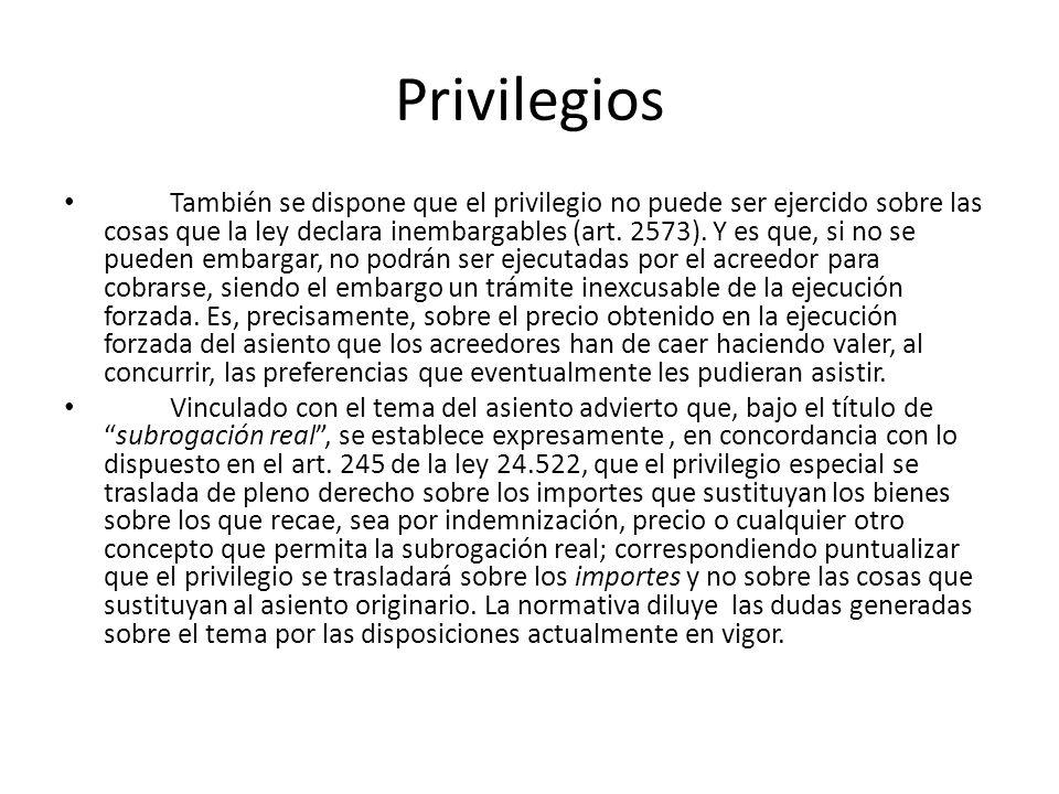 Privilegios También se dispone que el privilegio no puede ser ejercido sobre las cosas que la ley declara inembargables (art. 2573). Y es que, si no s