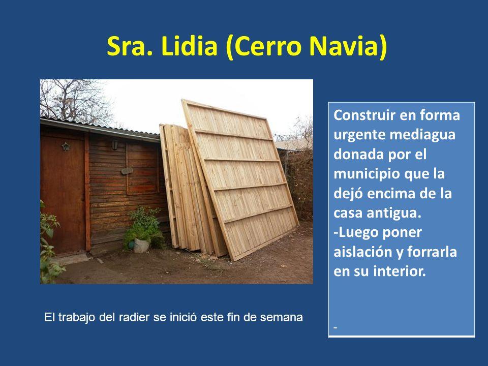Sra. Lidia (Cerro Navia) Construir en forma urgente mediagua donada por el municipio que la dejó encima de la casa antigua. -Luego poner aislación y f