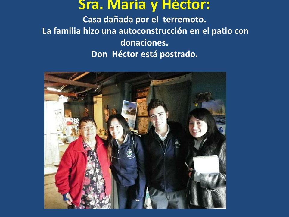 Sra. María y Héctor: Casa dañada por el terremoto. La familia hizo una autoconstrucción en el patio con donaciones. Don Héctor está postrado.