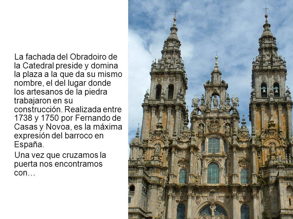 La fachada del Obradoiro de la Catedral preside y domina la plaza a la que da su mismo nombre, el del lugar donde los artesanos de la piedra trabajaro