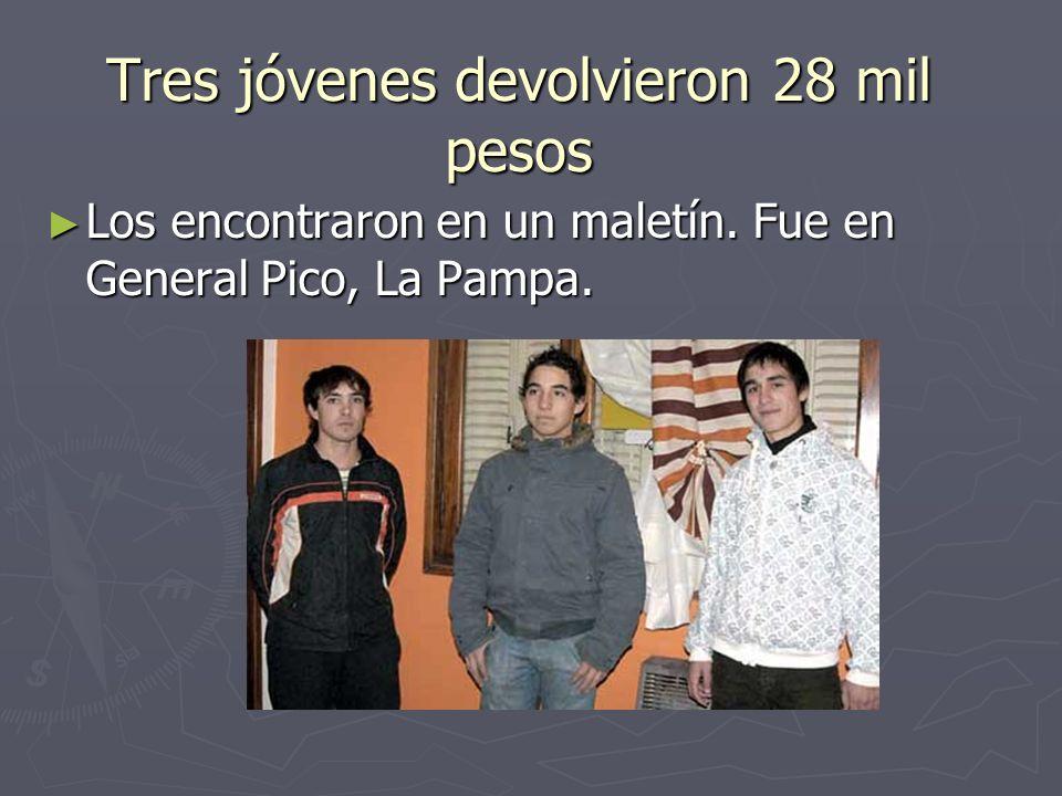Tres jóvenes devolvieron 28 mil pesos Los encontraron en un maletín.