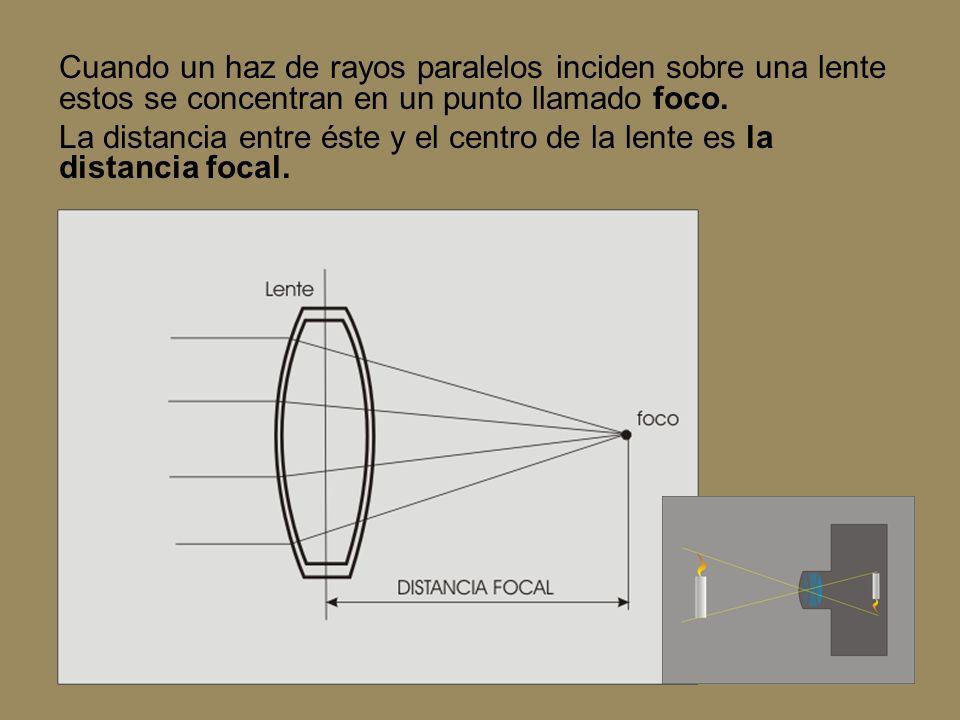 Cuando un haz de rayos paralelos inciden sobre una lente estos se concentran en un punto llamado foco. La distancia entre éste y el centro de la lente