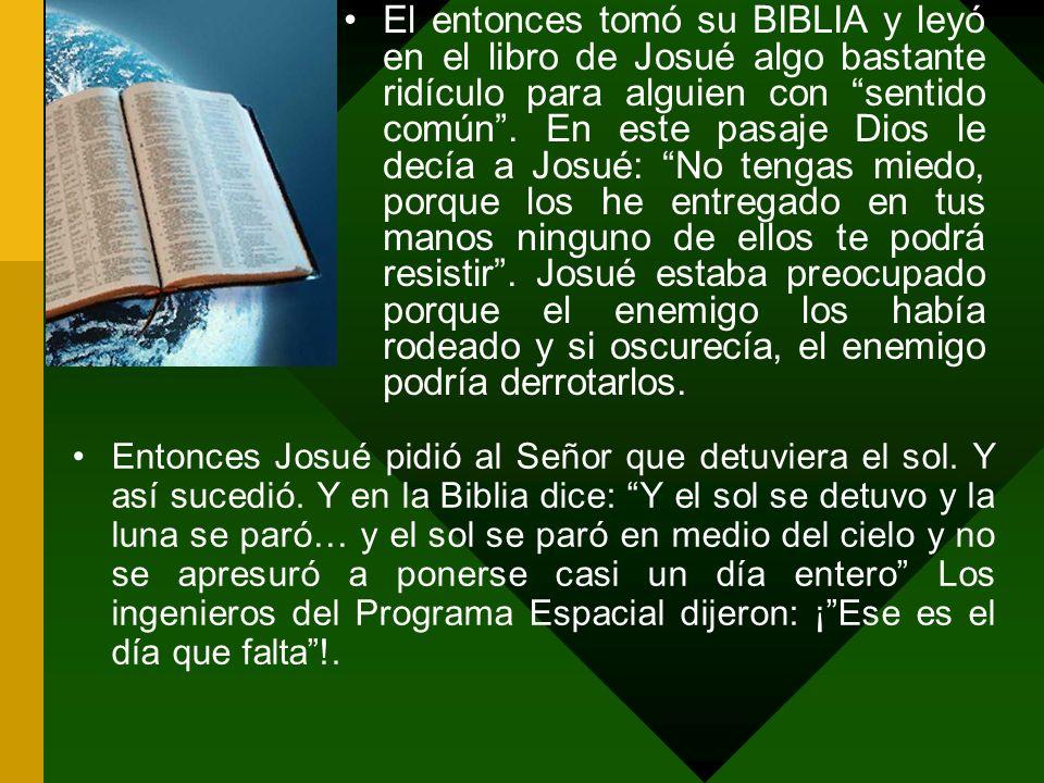 El entonces tomó su BIBLIA y leyó en el libro de Josué algo bastante ridículo para alguien con sentido común.