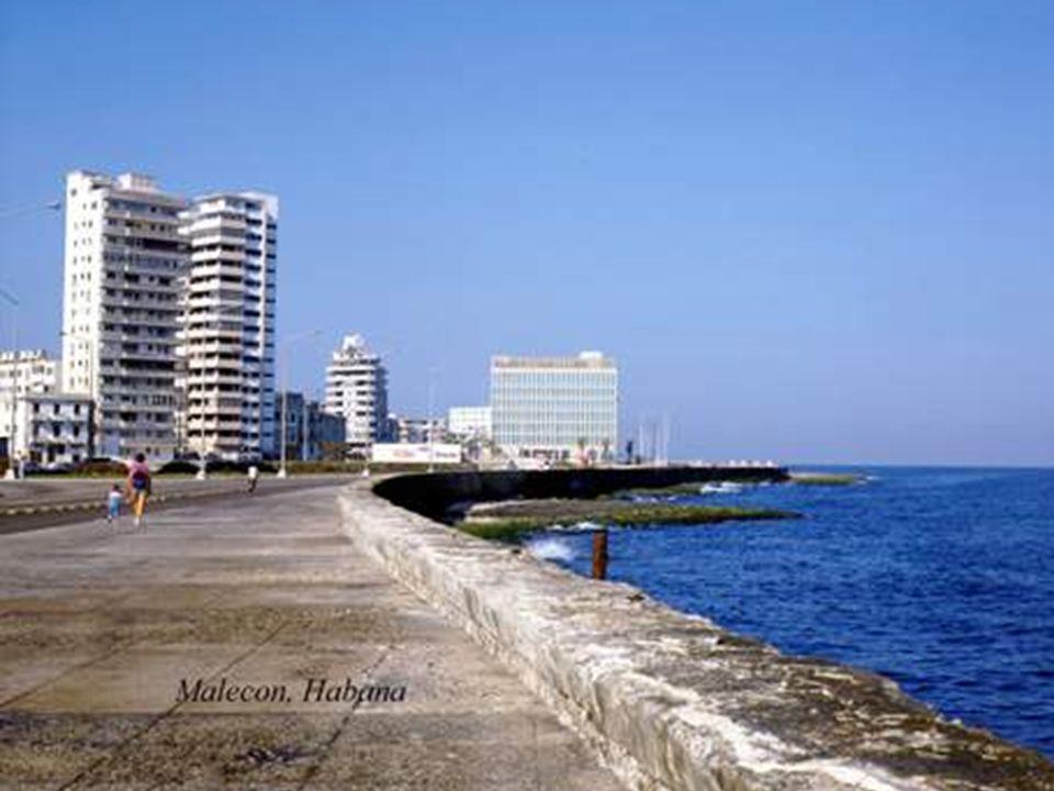 Vista desde el muro del Malecón
