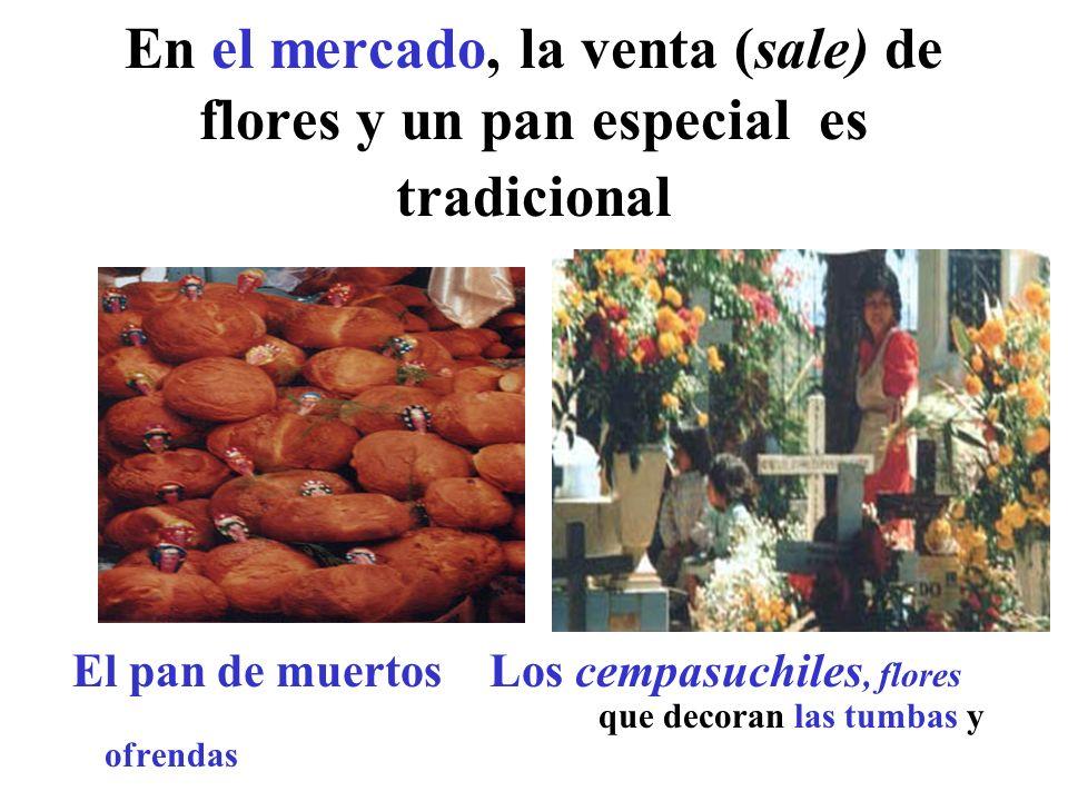 En el mercado, la venta (sale) de flores y un pan especial es tradicional El pan de muertos Los cempasuchiles, flores que decoran las tumbas y ofrenda